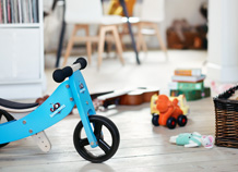 Blue children's bike in a living room - Step 6 - FULL